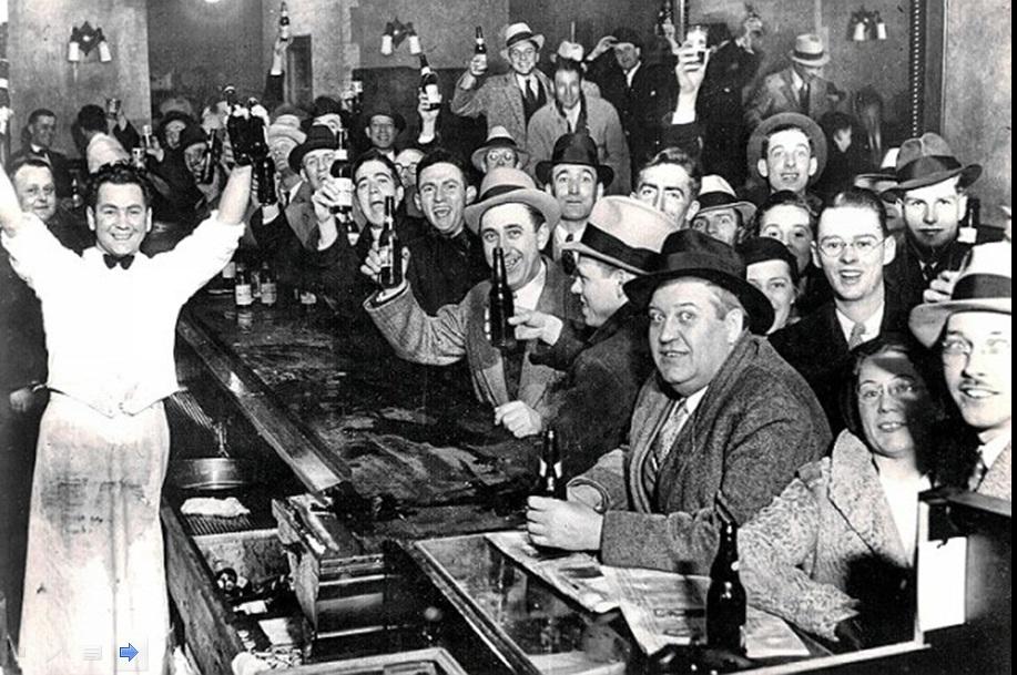 5. Slavlje u baru povodom kraja prohibicije. Njujork, 1933. godina.