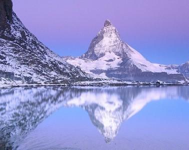 5. Planina Materhorn, jezero Rifelsi, Švajcarska