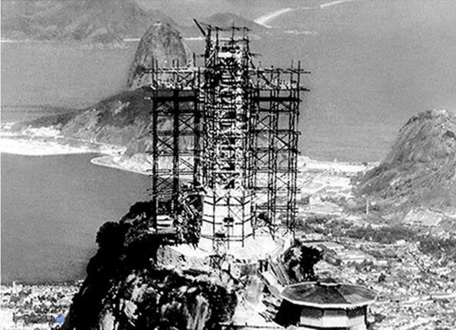 10. Izgradnja statue Hrista Spasioca u Brazilu iznad Ria, 1930. godine.