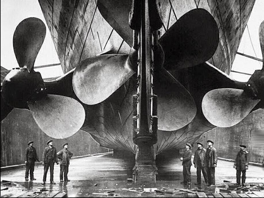 7. Propeleri čuvenog Titanika, pred polazak na svoj prvi i poslednji put 1911. godine.