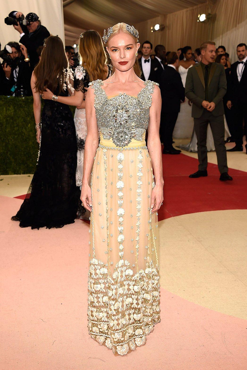 6.  Attachme6. Kate Boswort u elegantnoj toaleti Dolce&Gabbana