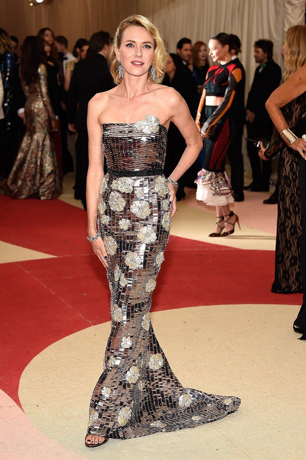 8. Naomi Watts nije jedina koja je obukla Burberry