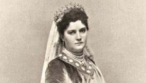 Kraljica Draga Mašin (Obrenović) - Rođena je u Gornjem Milanovcu kao ćerka trgovca. Zbog svog karaktera, porekla i razlike u godinama (12 godina starija od kralja), bila je često osporavana u narodu. Iako se dugo krilo da nije mogla suprugu da rodi naslednika, pa je čak pola godine obmanjivala i samog Kralja Aleksandra o svojoj lažnoj trudnoći, on ju je i pored svega iskreno voleo i  bio uz nju do atentata.