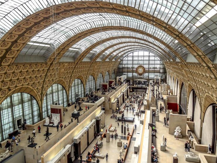 Orsej u Parizu - Nalazi se u obnovljenoj železničkoj stanici konstruisanoj 1900. godine, uz levu obalu Sene. Kolekcija muzeja odnosi se na zapadno slikarstvo i skulpturu, dekorativnu umetnost i arhitekturu iz perioda pre Prvog svetskog rata, među kojima su i dela Monea, Renoara i brojnih drugih umetnika.