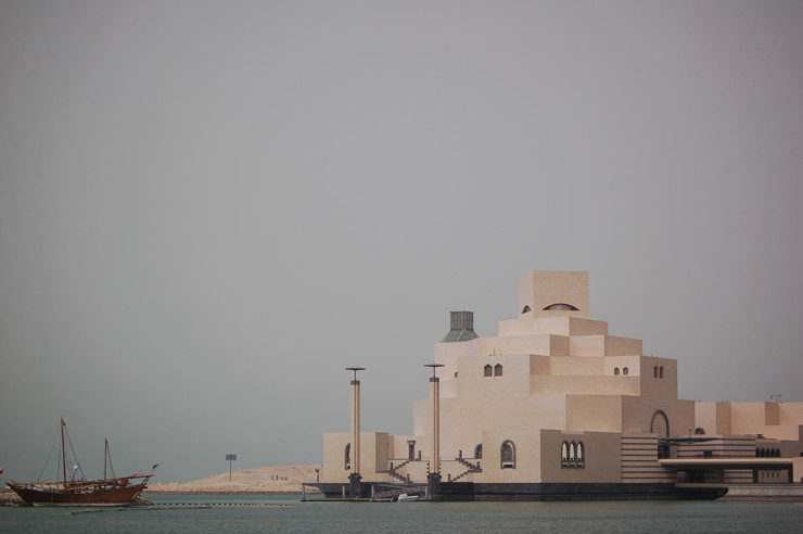 Muzej islamske umetnosti u Dohi - Može se opisati kao remek delo viševekovne tradicije i moderne građevine. Zahvaljujući ovom muzeju, Doha je postala kulturni i umetnički centar Srednjeg Istoka. U njemu su izložena dela islamske kulture, od VII veka pa sve do danas, kroz kolekcije predmeta od drveta, keramike, metala i stakla. Takođe se mogu videti i primerci islamske umetnosti, ali i dela iz Španije, Egipta, Indije i drugih zemalja.