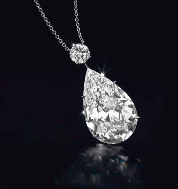 Christie's_Diamond_Pendant