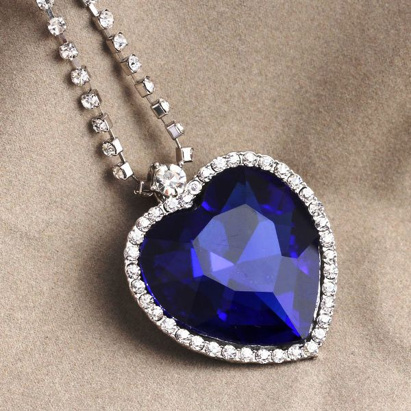 Heart_of_the_Ocean_Diamond_Necklace