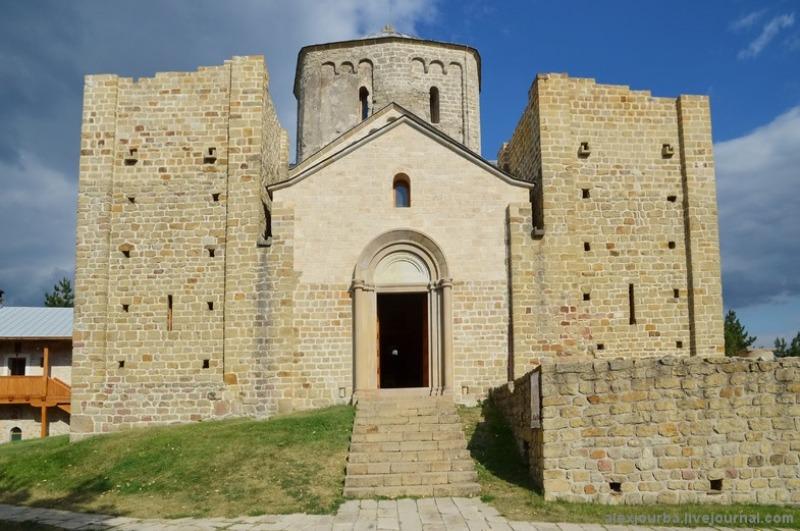 Manastir_Djurdjevi_Stupovi
