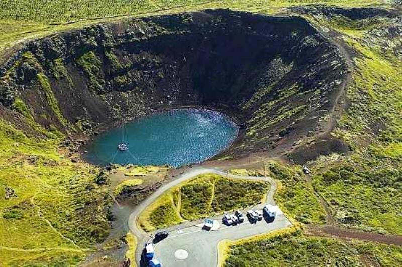 Volcano_lake_Iceland