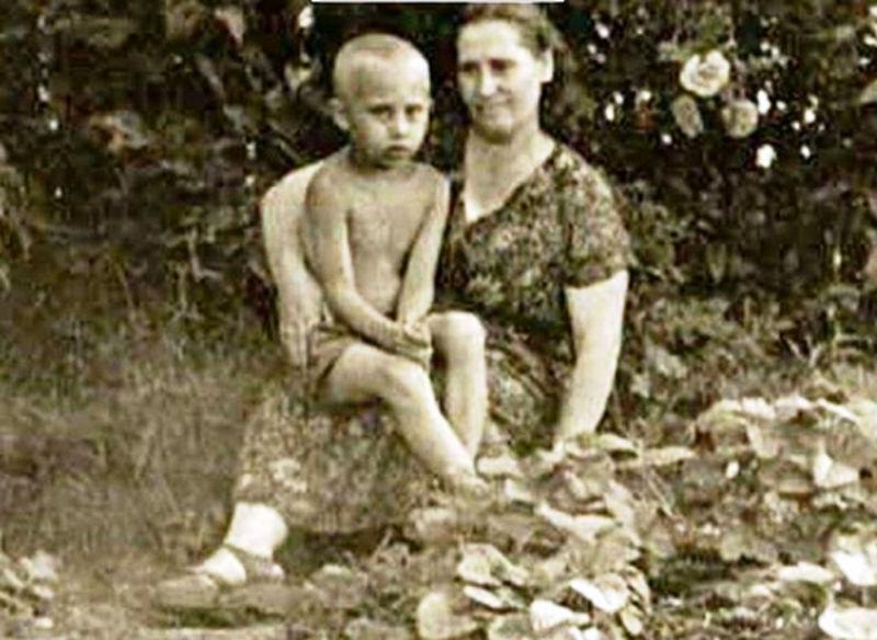 vladimir_putin_sa_majkom