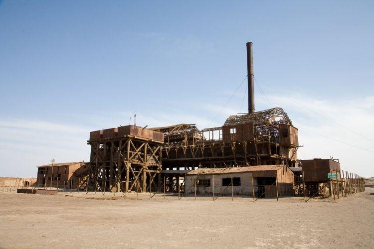 7. Humberston i Santa Laura, Atakama - Kompanijski grad rudara u severnom Čileu je napušten davne 1958. godine. Zgrade su veoma dobro očuvane, uključujući pozorište sa originalnim stolicama. U bakalnicama su očuvani čak i originalni cenovnici.