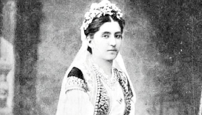 """Kneginja Zorka Karađorđević - Poznata kneginja, rođena je i živela na Cetinju, gde je tokom petog porođaja i preminula, kao supruga Petra I Karađorđevića. Bila je spona između Srbije i Crne Gore. Čitav život je posvetila ambiciji da njen suprug postane vladar, čak joj je poslednja rečenica na samrti bila: """"Biće Kralj""""."""